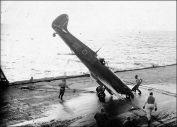 16 crash-landings-on-aircraft-carriers-1