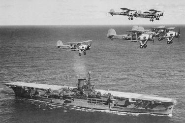 23 HMS_Ark_Royal_h85716