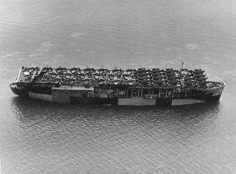 32 USS_Long_Island_(CVE-1)1944