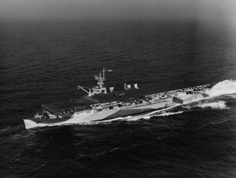 36 USS_San_Jacinto_(CVL-30)1944
