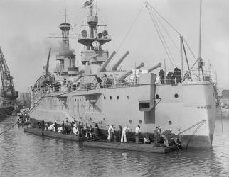 12s USS Wyoming