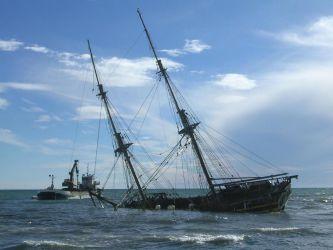 07 Záchranné práce k vyproštění lodi