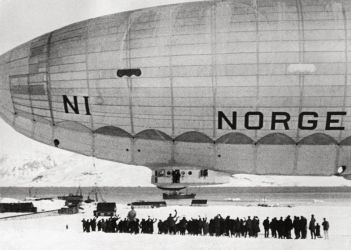 17 polo- ztužená vzducholoď Norge přeletěla sev. pól