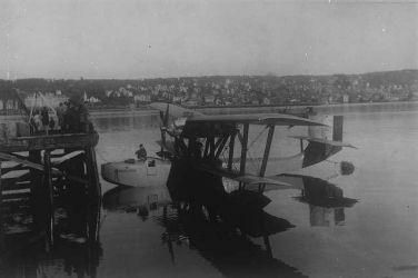 20 Latham_47 Roalda Amundsena_1928